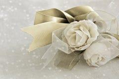 Rosas com fitas Imagens de Stock Royalty Free