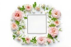 Rosas cor-de-rosa e cartão vazio fotos de stock royalty free