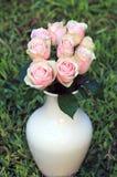 Rosas cor-de-rosa em um vaso Imagem de Stock Royalty Free