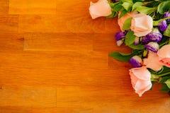 Rosas cor-de-rosa para o amor no dia de Valentim fotografia de stock