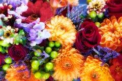 Rosas, crisantemos y ramo de las orquídeas Foto de archivo libre de regalías