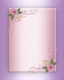 Rosas da cor-de-rosa do convite do casamento no cetim Fotografia de Stock