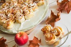 Rosas de Apple dos bolos Imagem de Stock