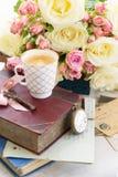 Rosas de florescência do rosa e do branco Imagens de Stock