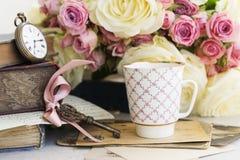 Rosas de florescência do rosa e do branco Fotografia de Stock