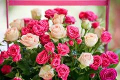 Rosas decoradas das flores Fotografia de Stock