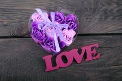 Rosas del jabón y del texto naturales del amor Imagenes de archivo