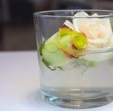 Rosas dentro del vidrio Imagen de archivo libre de regalías