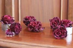 Rosas desvanecidas em um fundo de madeira fotografia de stock royalty free