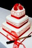Rosas do vermelho do bolo de casamento Imagens de Stock Royalty Free