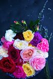 Rosas e alfazema foto de stock