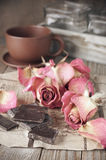 Rosas e chocolate secados Imagem de Stock Royalty Free