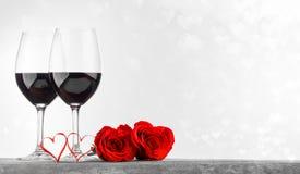 Rosas e corações do vinho imagem de stock
