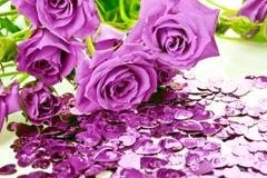 Rosas e corações roxos Fotografia de Stock Royalty Free
