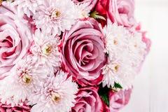 Rosas e Daisy Flowers Wedding Bouquet cor-de-rosa fotos de stock