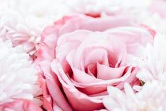 Rosas e Daisy Flowers Wedding Bouquet cor-de-rosa foto de stock royalty free