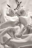 Rosas e pérolas Fotografia de Stock Royalty Free
