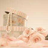 Rosas e pérolas Fotos de Stock Royalty Free