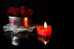Rosas e vela Imagem de Stock