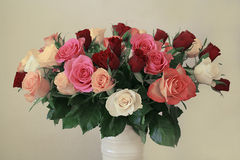 Rosas em um vaso Fotografia de Stock