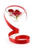 Rosas en el vidrio de martini Fotografía de archivo libre de regalías