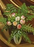 Rosas en florero Fotografía de archivo