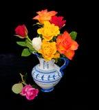 Rosas en fondo negro Fotografía de archivo
