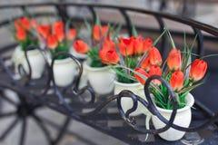 Rosas en los floreros de cristal Imágenes de archivo libres de regalías