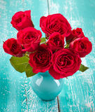 Rosas en un florero Imagen de archivo libre de regalías