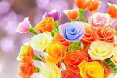 Rosas hechas a mano artificiales Fotos de archivo libres de regalías
