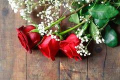 Rosas na madeira Fotos de Stock