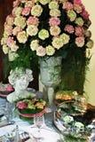 Rosas para el partido de cena Fotos de archivo libres de regalías