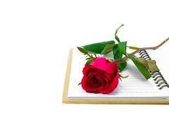 Rosas rojas con el libro Fotos de archivo libres de regalías