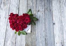 Rosas rojas en forma del corazón Fotografía de archivo libre de regalías