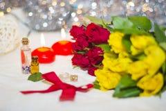Rosas rojas y amarillas Imagenes de archivo