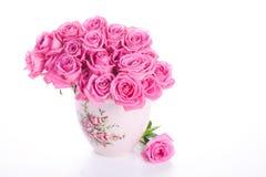 Rosas rosadas en florero Fotos de archivo