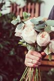 Rosas rosadas en ramo de la flor de las novias Fotografía de archivo