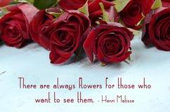 Rosas vermelhas com citações inspiradas do provérbio imagem de stock royalty free
