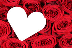 Rosas vermelhas com coração como o símbolo do amor no dia de Valentim Fotografia de Stock