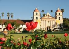 Rosas vermelhas Santa Barbara da missão fotos de stock
