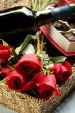 Rosas, vino y chocolates Fotografía de archivo