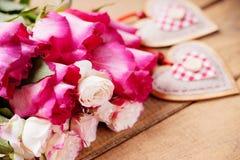 Rosas y dimensiones de una variable del corazón Imágenes de archivo libres de regalías