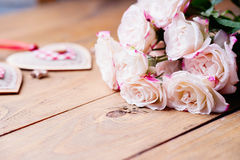 Rosas y dimensiones de una variable del corazón Fotografía de archivo libre de regalías