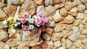 Rosas y lirios imagen de archivo
