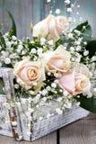 Rosas y paniculata rosados hermosos del gypsophila Fotos de archivo