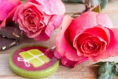 Rosas y piruleta rosadas Fotos de archivo libres de regalías