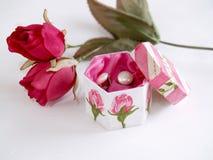 Rosas y rectángulo de joyería Imagen de archivo libre de regalías