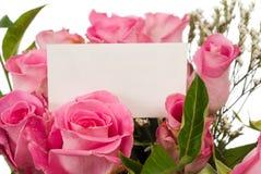 Rosas y tarjeta del mensaje Fotos de archivo