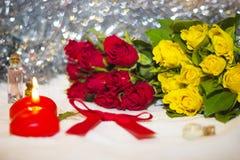 Rosas y velas Imagen de archivo libre de regalías