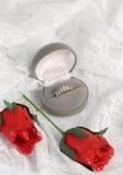 Rosas y vertical romántica Foto de archivo libre de regalías